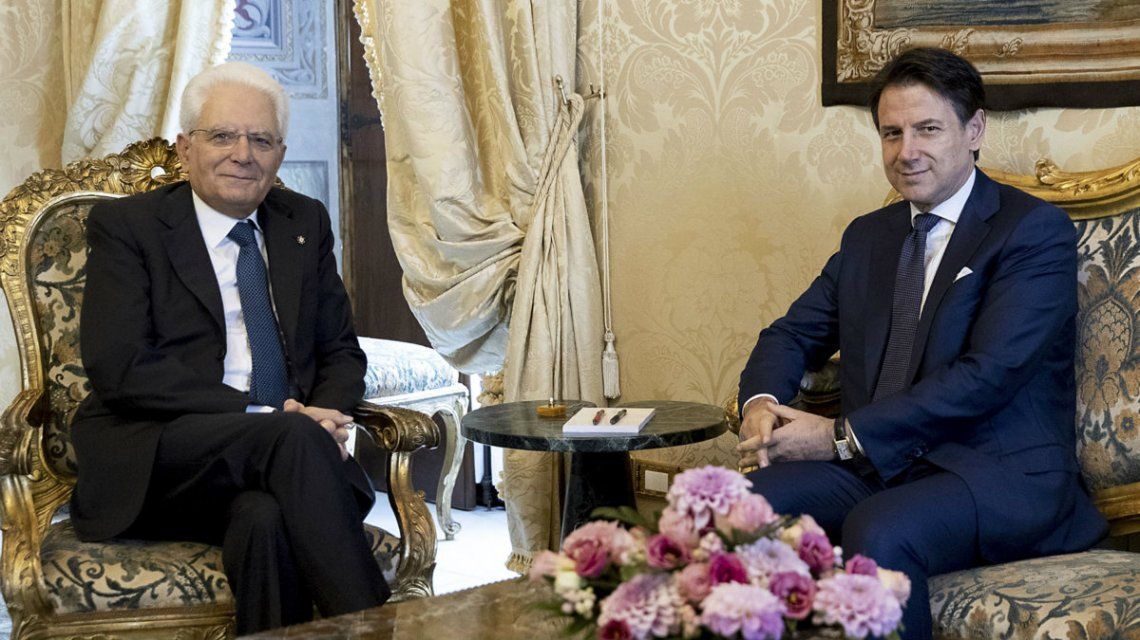 Mattarella recibió a Conte y le encargó que forme un gobierno de coalición