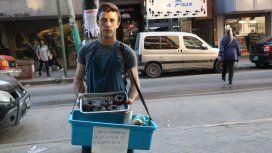 Alex vende pan, donas y facturas para pagar los apuntes de la facultad: sueña con un empleo