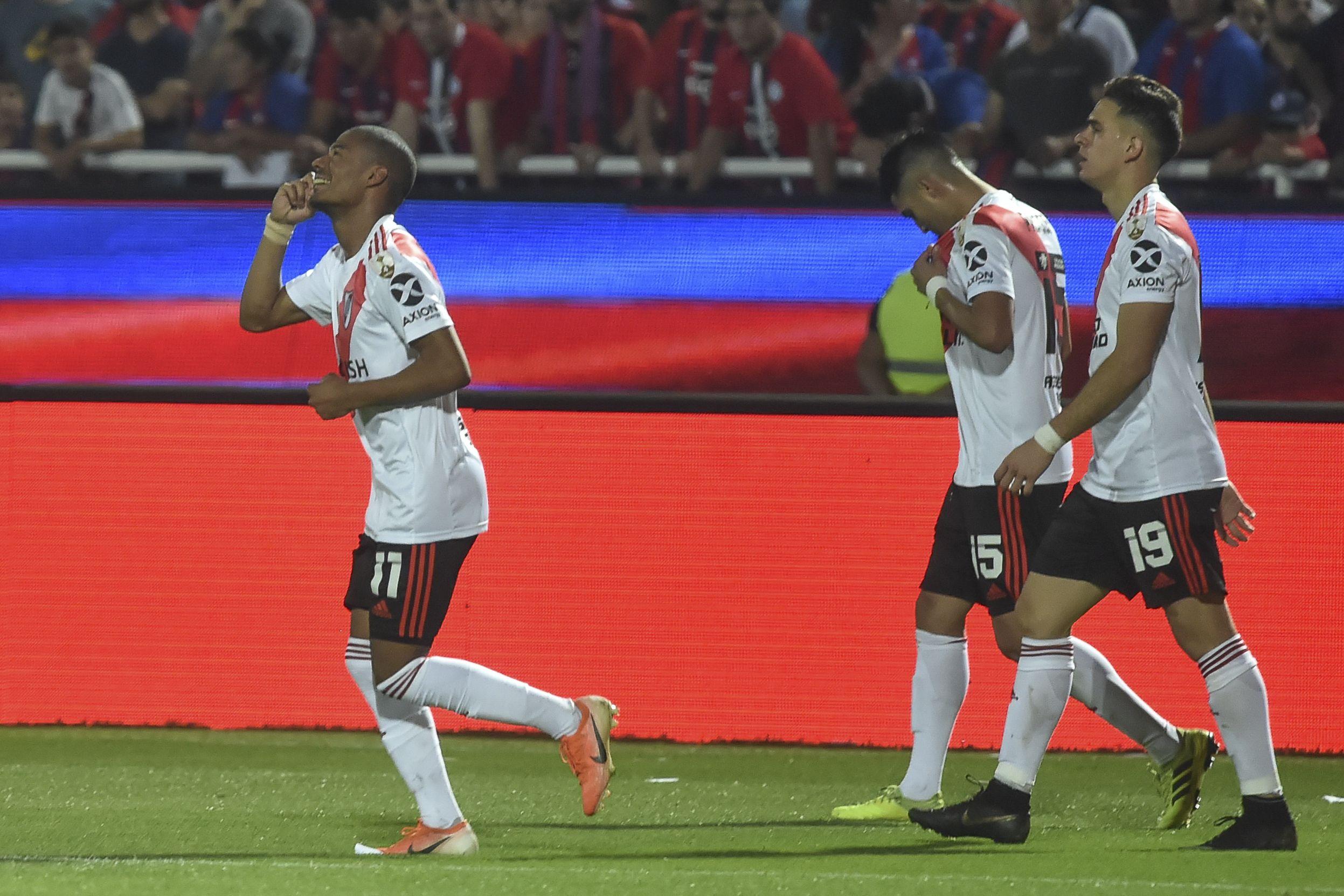 De estar detenido a marcar el gol de la clasificación: 48 horas a puro vértigo de De la Cruz