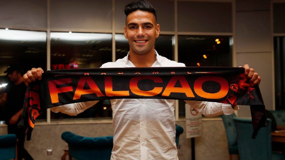 Radamel Falcao fue presentado en el Galatasaray de Turquía