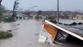 El huracán Dorian llegó a las Bahamas con alerta máxima: impactantes videos de los destrozos