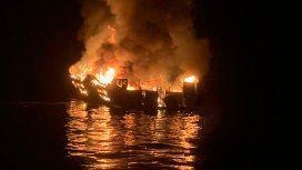 Tragedia en el mar: al menos 8 muertos por el incendio en un barco