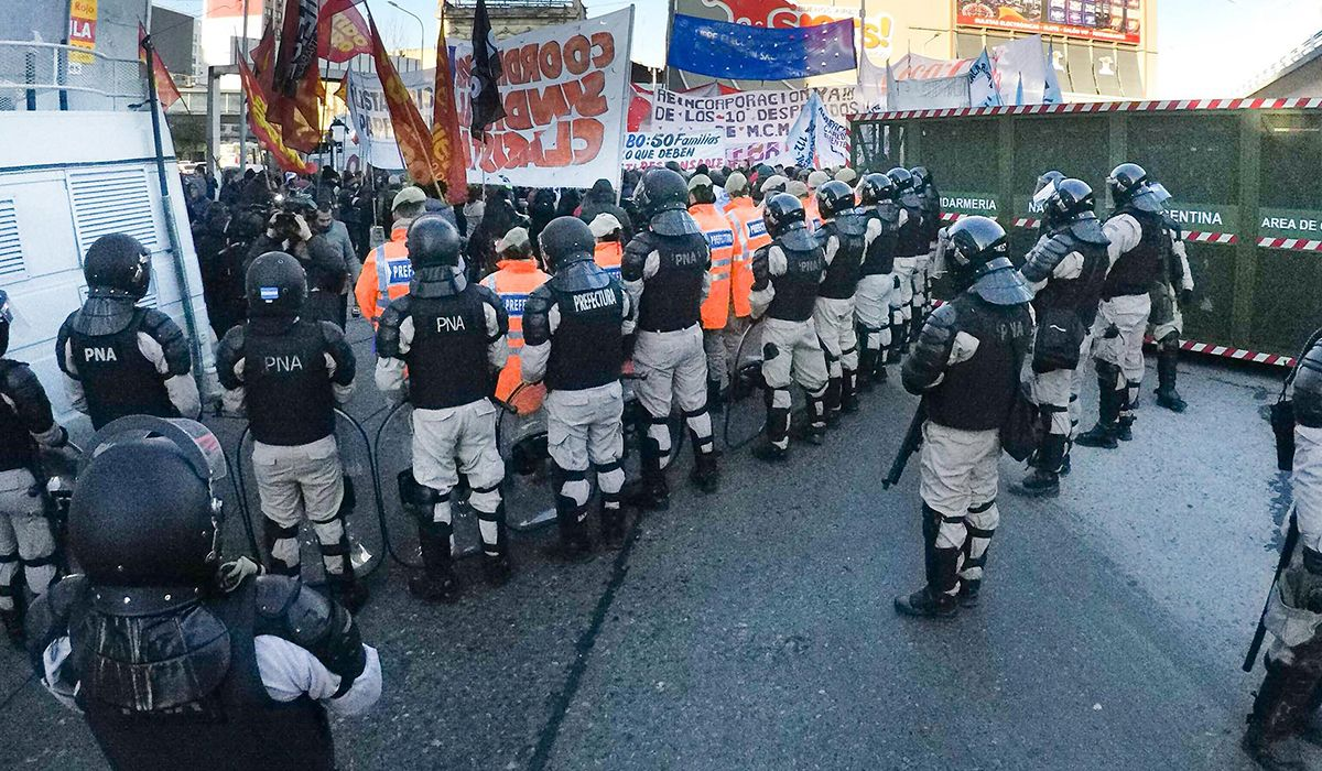 Corte en Puente Pueyrredón por protesta de trabajadores de una papelera