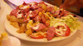 Un adolescente de 17 años quedó ciego por comer sólo salchichas con papas fritas