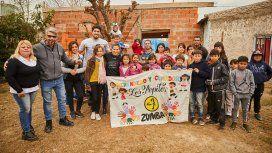 Braian, acompañado por Paula Pareto en el merendero Los Pepitos, su nuevo proyecto social