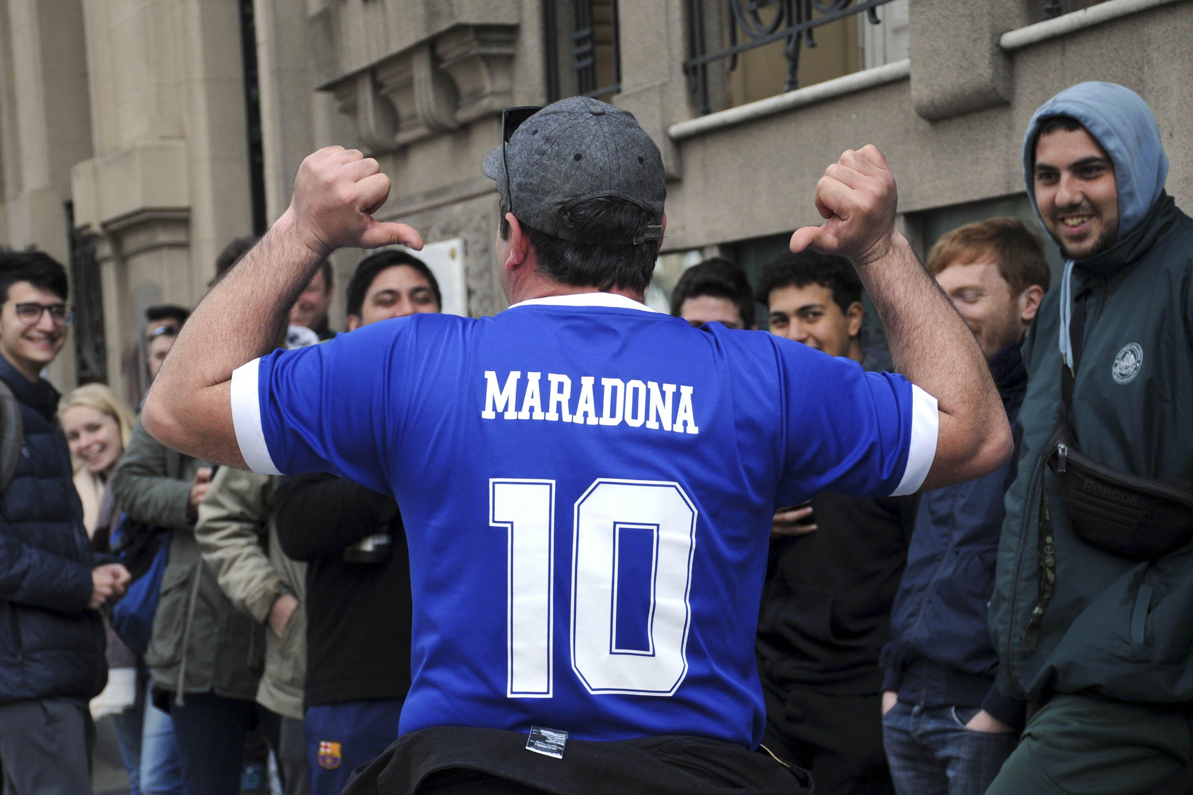 El nuevo hit de los hinchas de Gimnasia tras la llegada de Maradona
