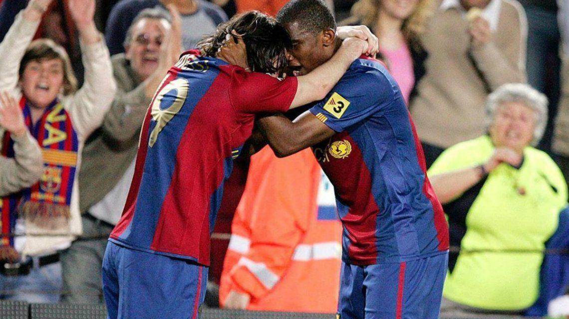 Messi y Etoo durante el paso del camerunés por el Barcelona