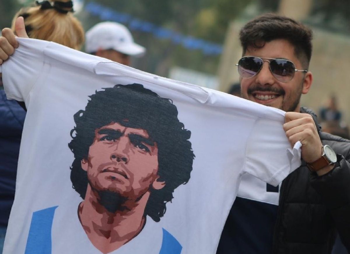 Maradona está en el estadio de Gimnasia para su presentación como DT