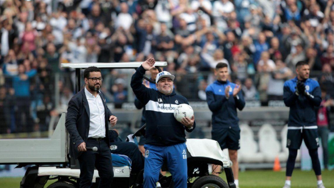Maradona contra los que lo critican: No voy a faltar a ningún entrenamiento como dice algún gil periodista