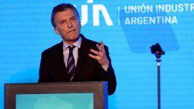 Macri le pidió a los industriales poner el hombro y que paguen el bono a trabajadores privados