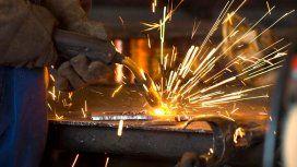 La industria lleva 17 meses de caídas y en el último año se destruyeron 57 mil empleos
