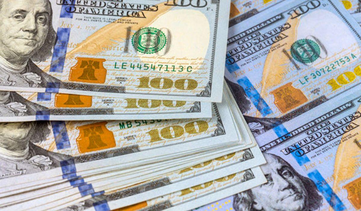 El dólar sube y alcanza su valor más alto desde la vuelta del control de cambios