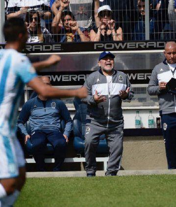 Maradona se burló del DT de Racing y criticó al árbitro: Chacho Coudet juega a un teatro