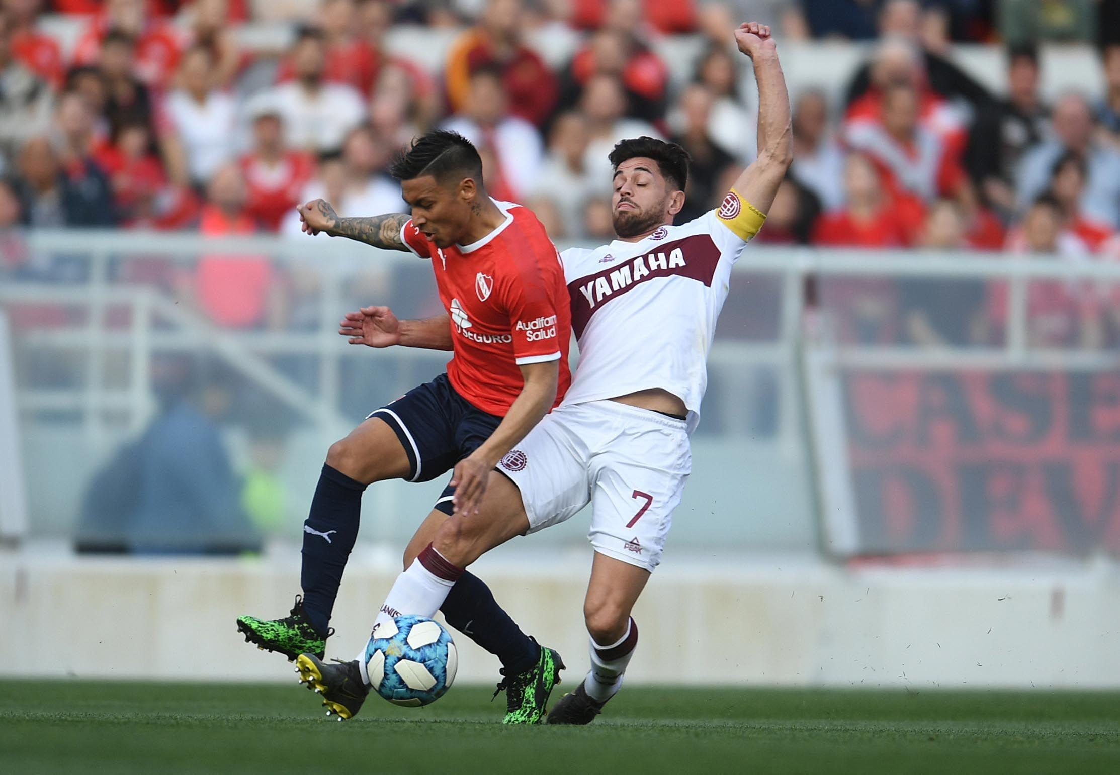 Independiente ganaba cómodo, se durmió y empató con Lanús en Avellaneda