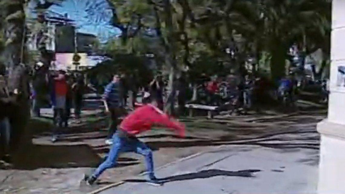 Tensión e incidentes durante la marcha para pedir justicia por la muerte de Navila en Chascomús
