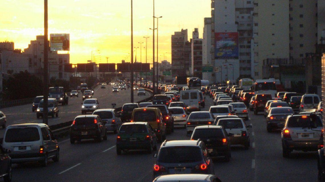 Chocó en la autopista 25 de Mayo y deberá pagar casi $50 mil