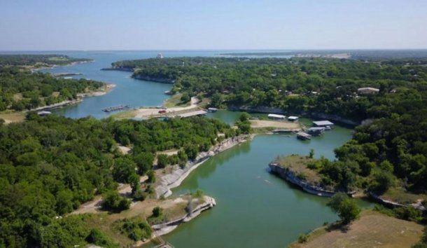 La nena contrajo el parásito tras nadar en le río Brazos y el lago Whitney, en Texas