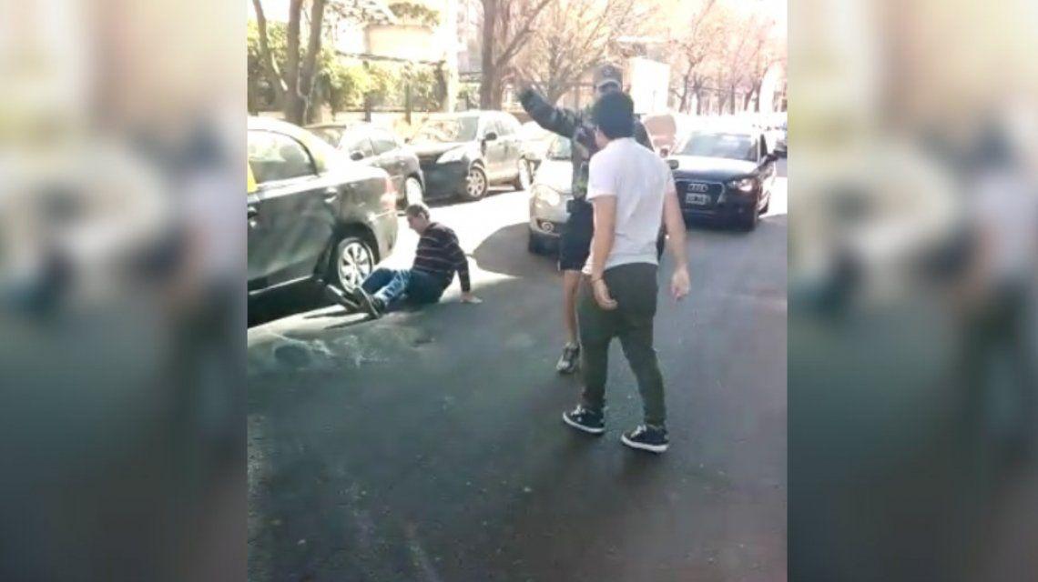 VIDEO: Brutal golpiza a un taxista en Palermo por una maniobra de tránsito