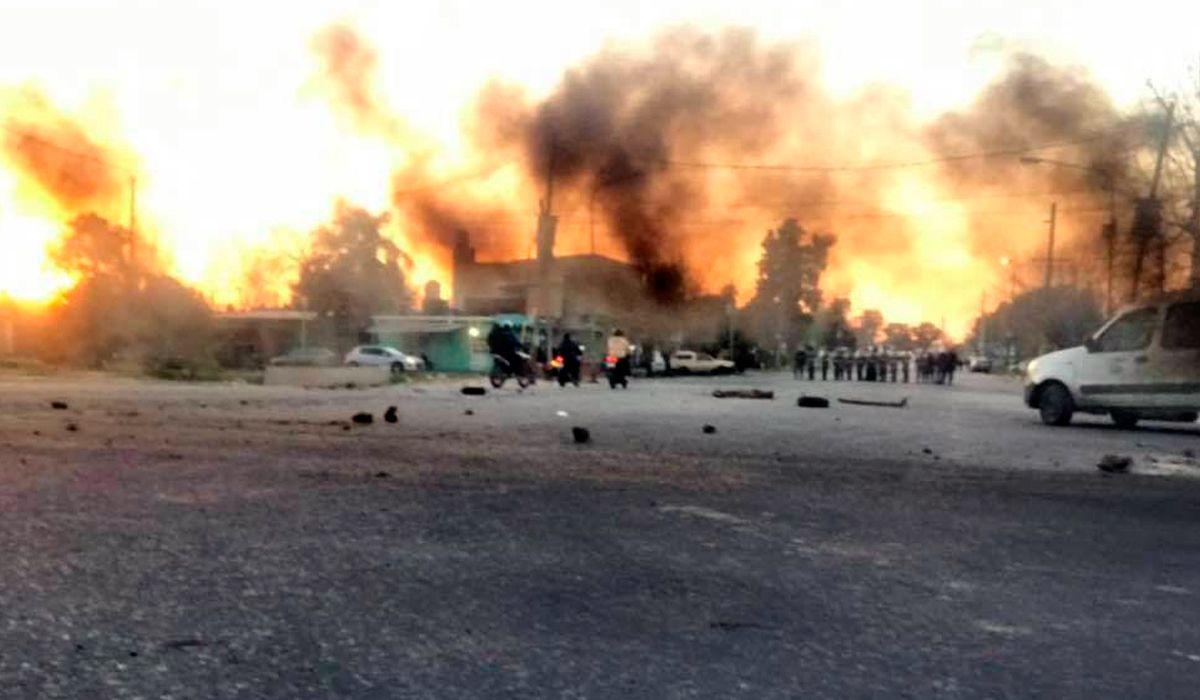 Ensenada: violentos incidentes entre integrantes de la Uocra y la policía