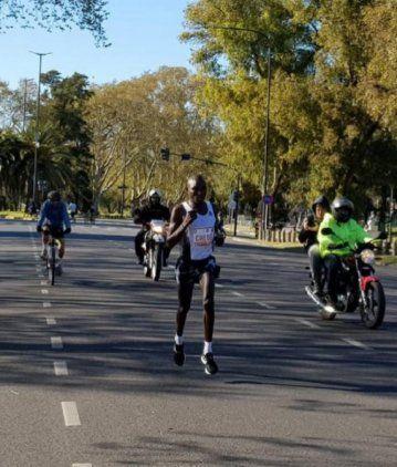 Un keniata ganó la maratón de Buenos Aires en tiempo récord