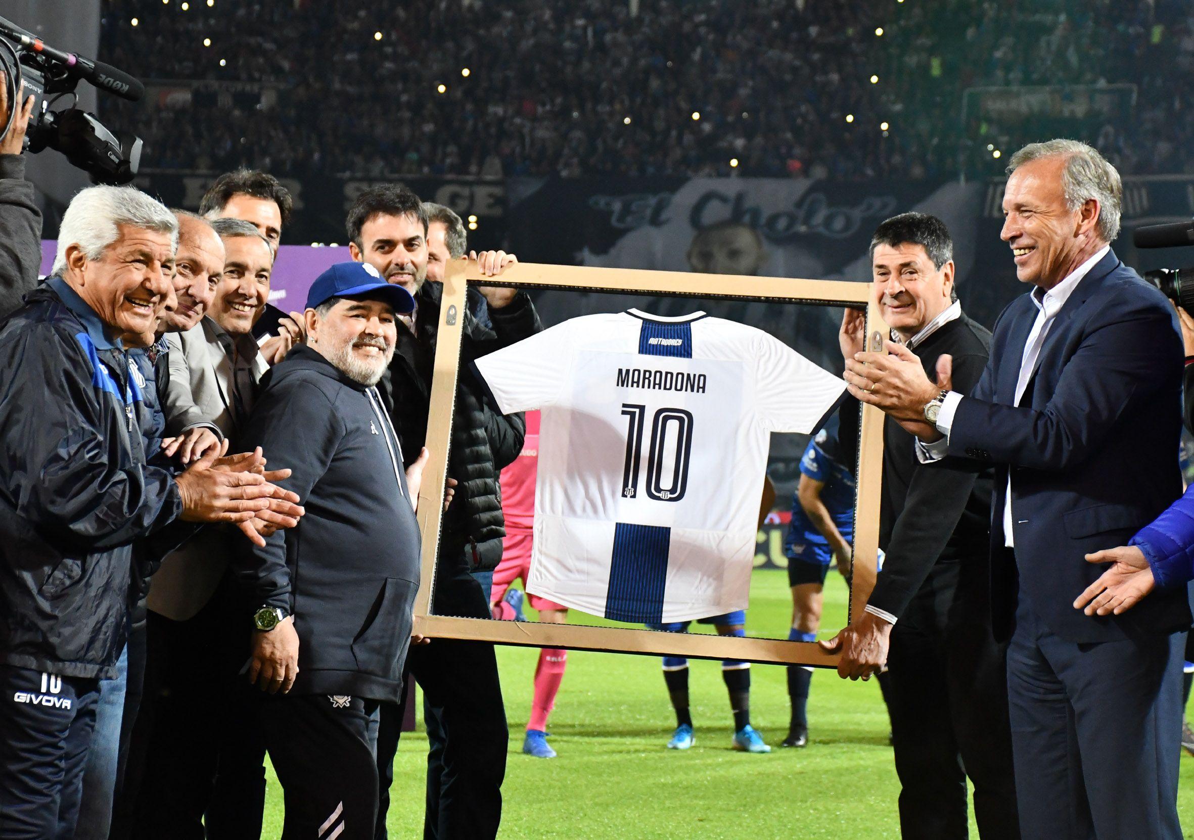 El homenaje a Diego Maradona en la cancha de Talleres de Córdoba