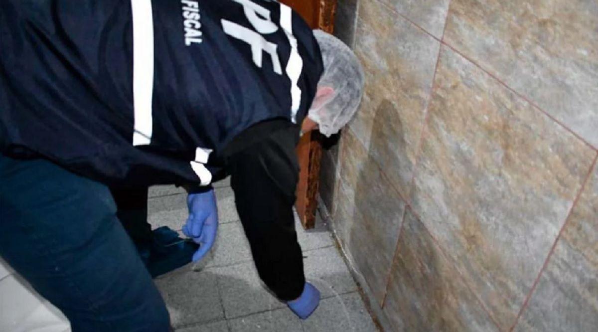 Revelan cómo murió la beba encontrada en el jardín de una casa: sospechan de sus abuelos