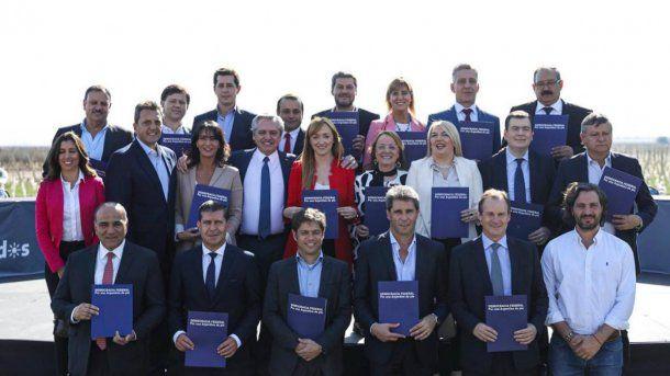 Fernández, de campaña y anuncios en Mendoza