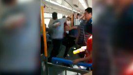 VIDEO: Piñas, palos y una brutal pelea en el Tren Roca