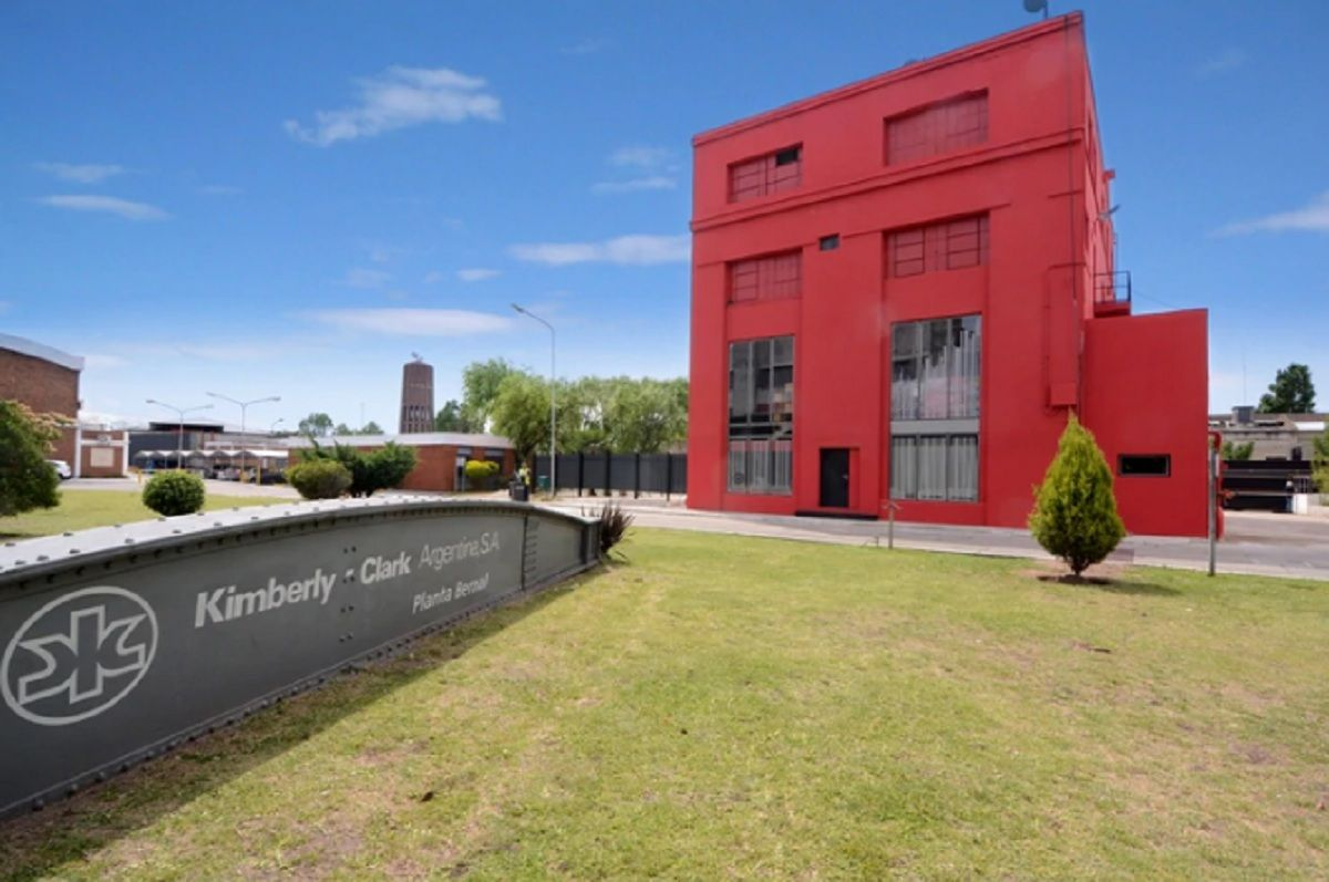 Kimberly Clark cerró una de sus plantas, despidió a sus más de 200 trabajadores y comenzará a importar