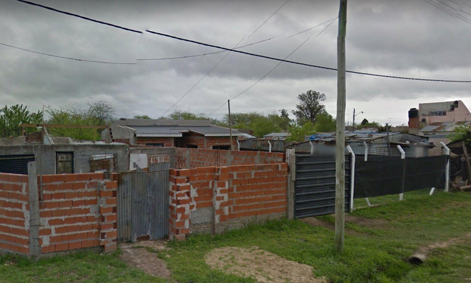 Un hombre se atrincheró con un menor en una casa