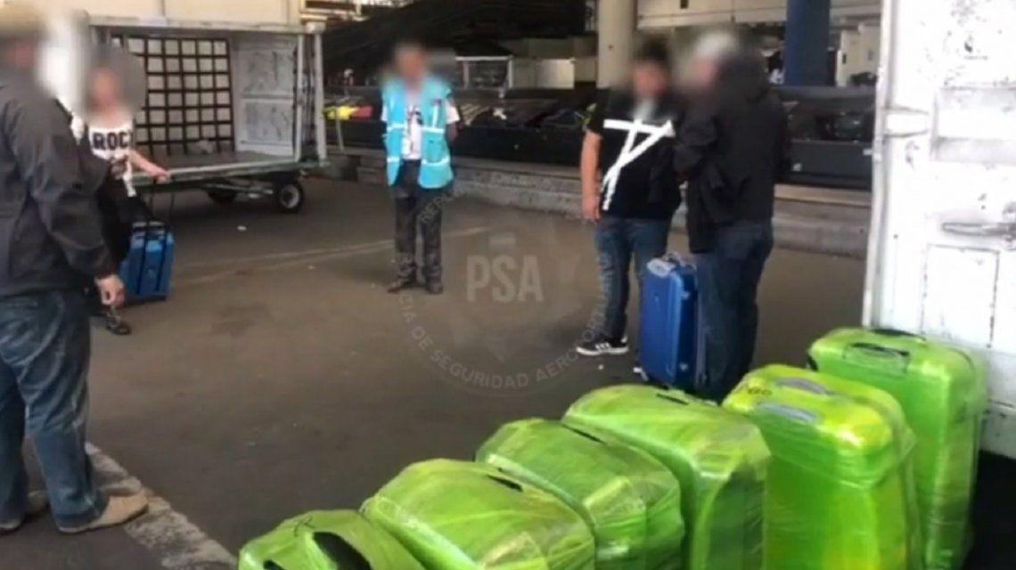 VIDEO: así interceptaron las narcovalijas en el Aeropuerto en Ezeiza