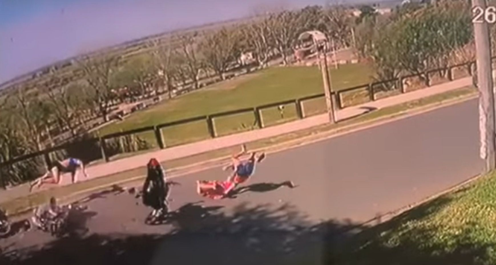VIDEO: Impactante triple choque de motos en San Pedro