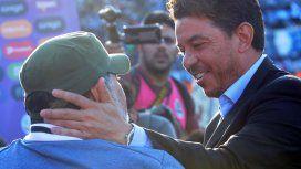Te quiero hermano: el abrazo entre Maradona y Gallardo