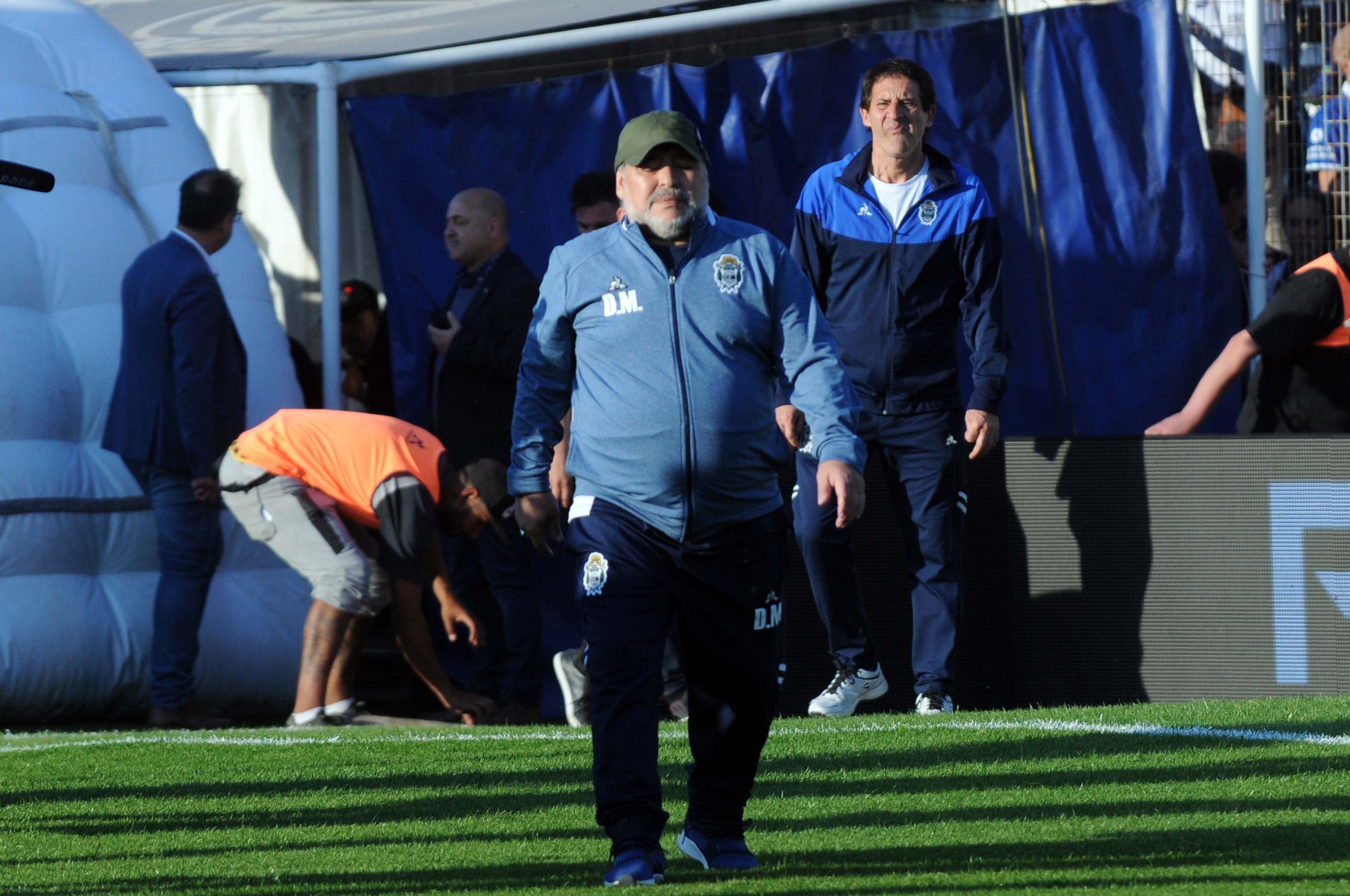 El equipo de Maradona volvió a perder y el Diez pidió perdón