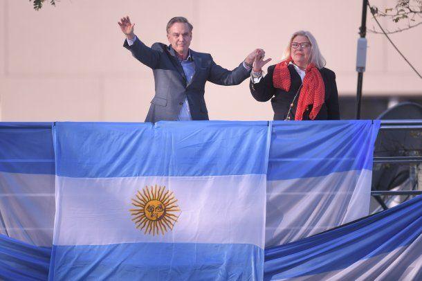 Pichetto y Carrió, juntos en el palco de Barrancas de Belgrano