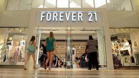 La cadena Forever 21 se declaró en bancarrota y cierra 350 locales en todo el mundo