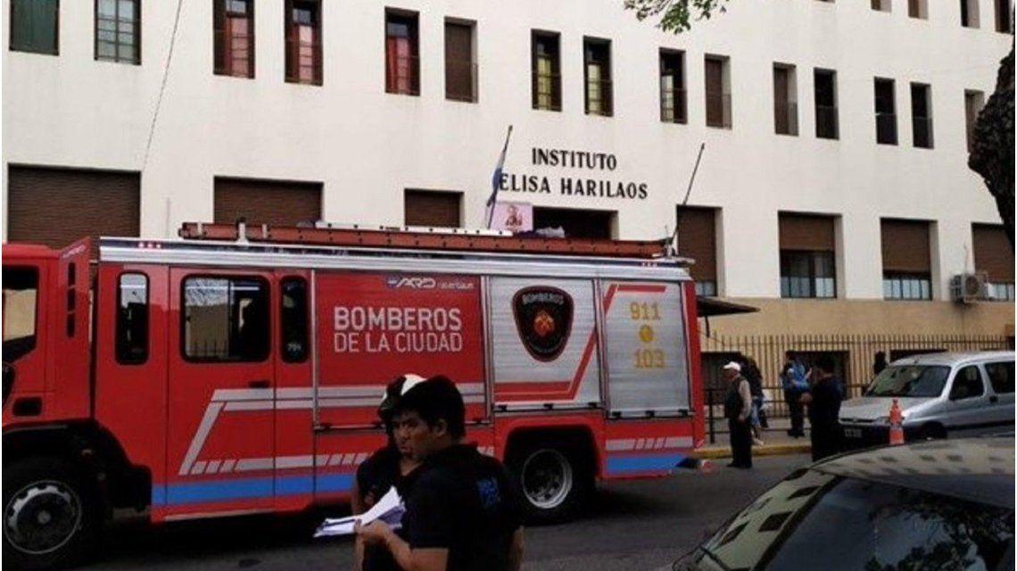 Misterio en torno a un alumno que cayó desde el segundo piso del colegio y está grave