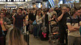 Demoras y vuelos cancelados en Aeroparque y Ezeiza por la tormenta eléctrica