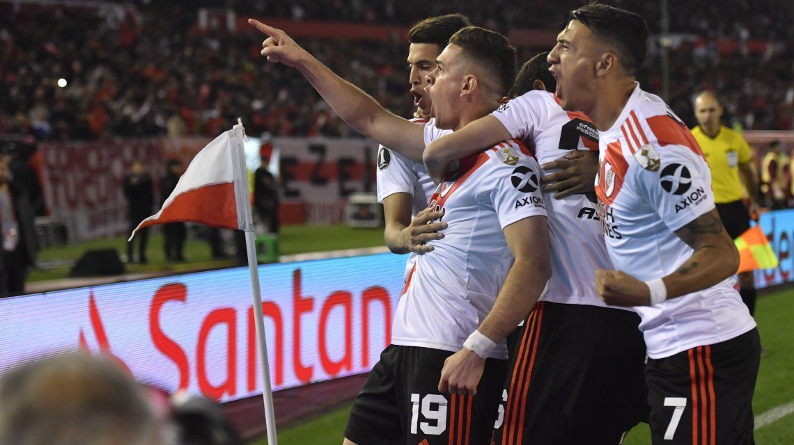 Rafael Santos Borré celebra su gol