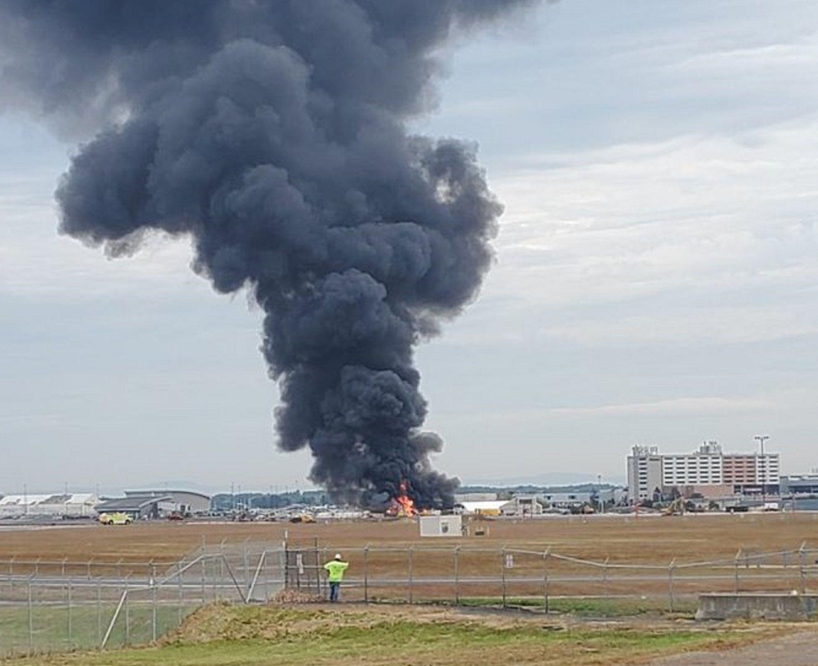 VIDEO: Un avión de la Segunda Guerra Mundial se estrelló en un aeropuerto de los Estados Unidos