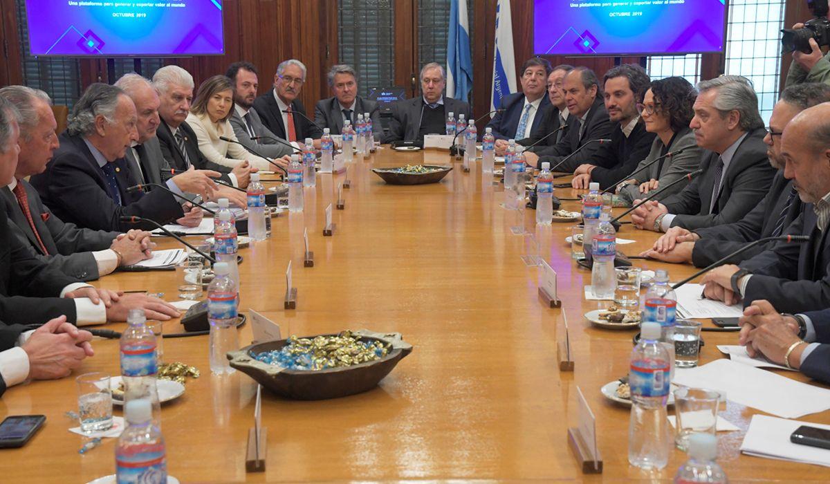 Alberto Fernández tras la reunión con la UIA: Hay que poner a la industria de pie