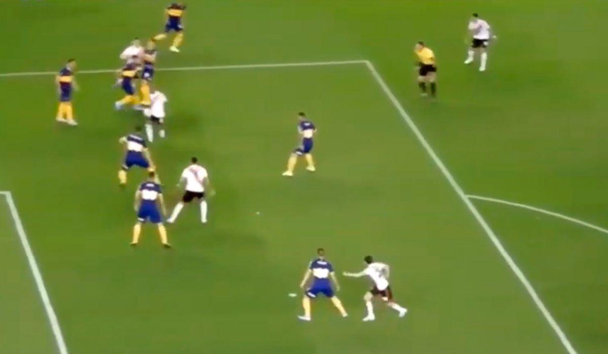 La nueva queja de los hinchas de Boca en la jugada previa al penal que cobró el VAR