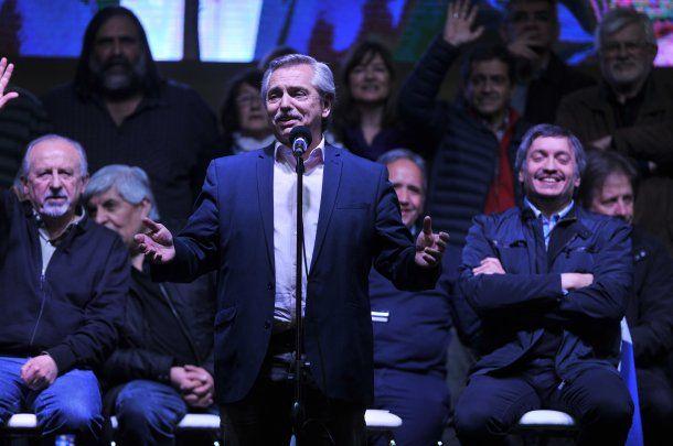 Alberto Fernández flanqueado por Hugo Yasky, Máximo Kirchner, Hugo Moyano y Sergio Palazzo