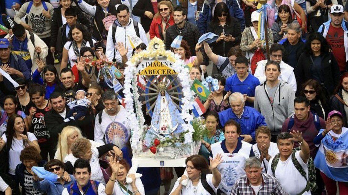 Miles de fieles participan de una nueva peregrinación a Luján: Madre, ayúdanos a unirnos como pueblo