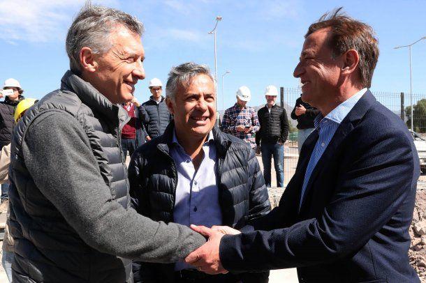 Mauricio Macri junto al gobernador de Mendoza Alfredo Cornejo y el mandatario electo, Rodolfo Suárez.