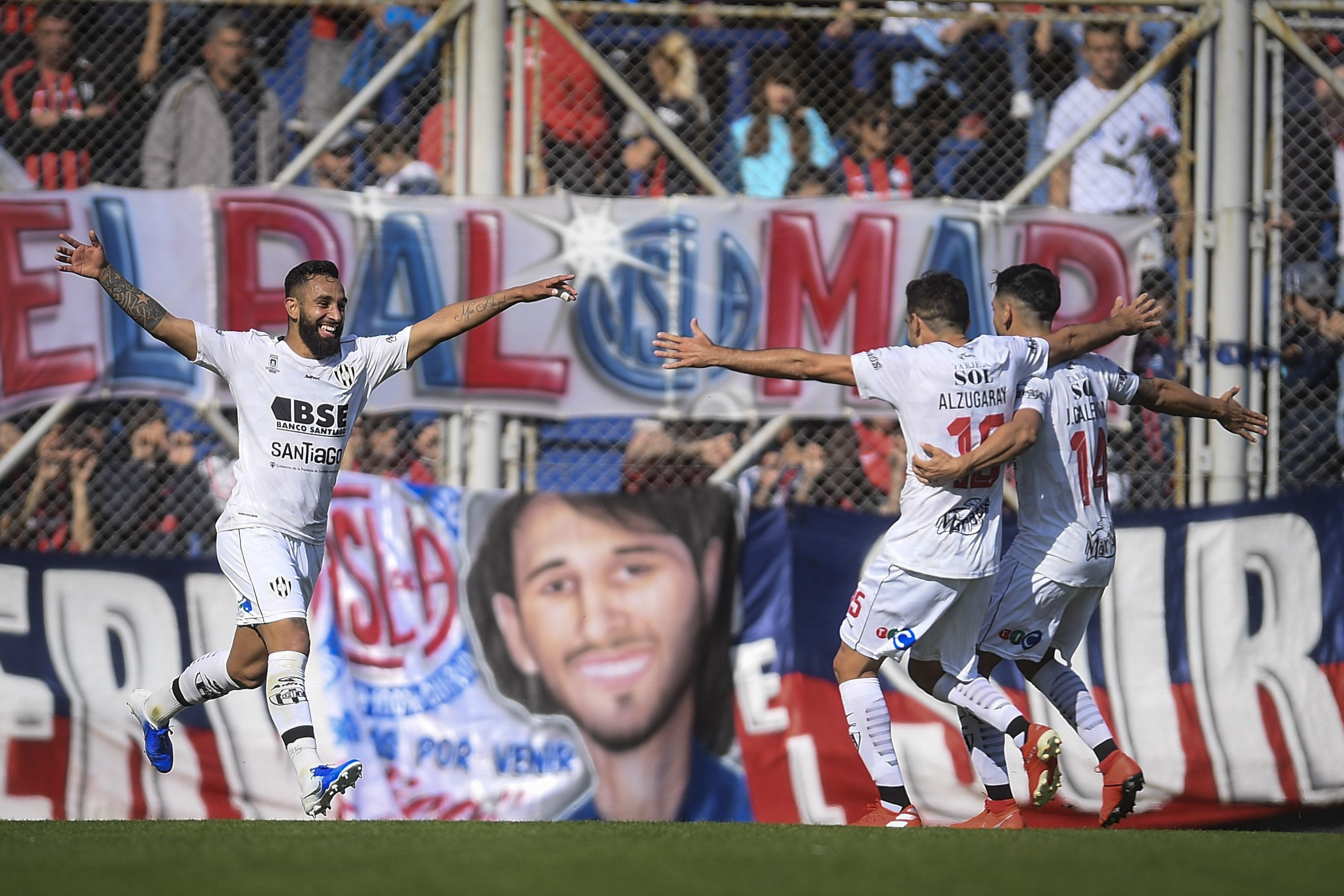 Central Córdoba goleó a San Lorenzo