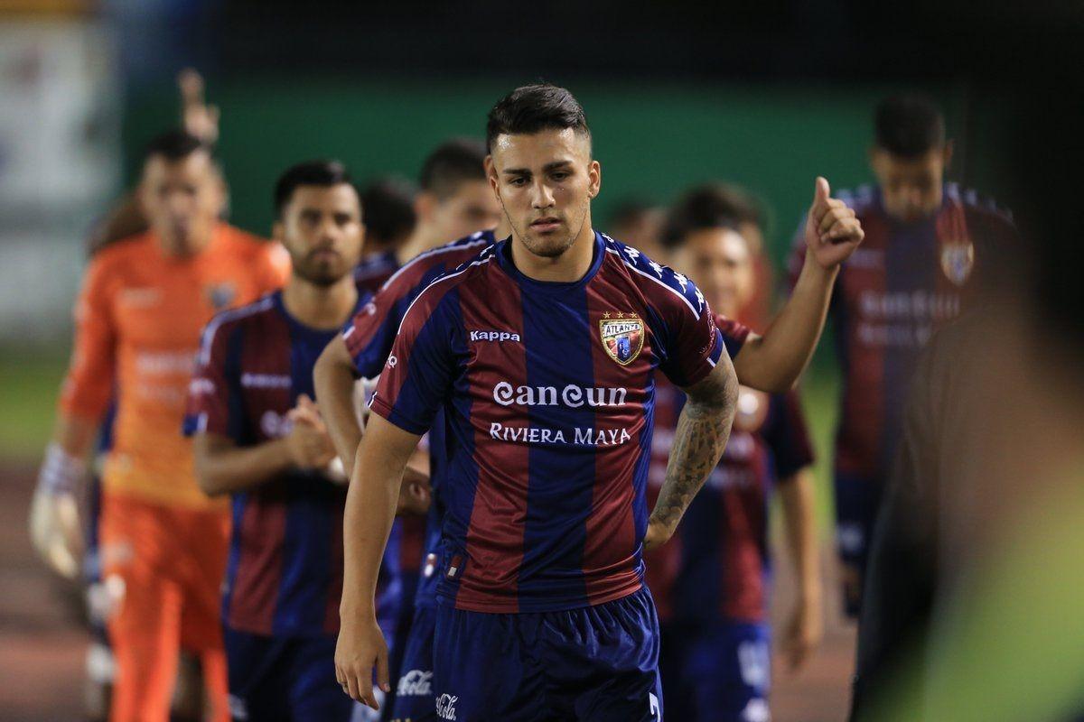 El futbolista Ezequiel Esperón cayó de un sexto piso y murió