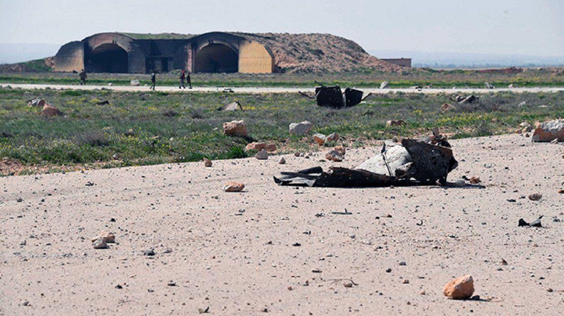 Así quedó la base militar bombardeada