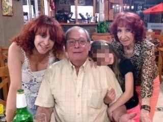 Vicente Gramuglia, de 67 años, con su hija, Greta, su mujer, Gladys, y una nieta