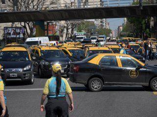 los taxistas vuelven a protestar en la ciudad contra las apps de transporte